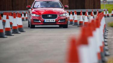 100自动捷豹和陆路车辆今年击中英国道路