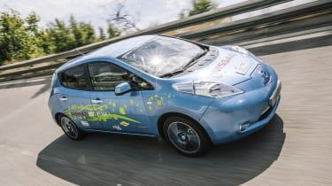 原型日产叶ev赛车在未来的潜力下提示