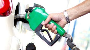 官方E5汽油和B7柴油燃料泵标签在英国前院介绍